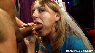 العروس تمتص والملاعين في حزب العازبة