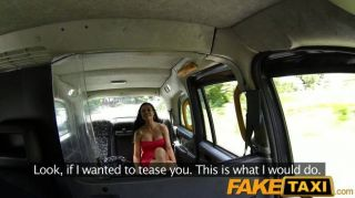 faketaxi فاتنة الساخنة يحب الديك سيارة أجرة