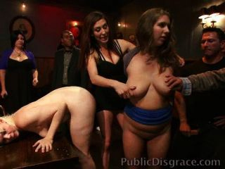 القحبة العار ومارس الجنس في حانة