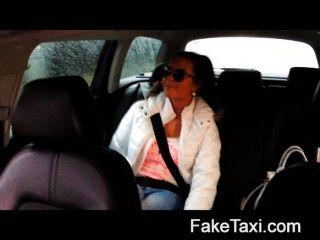 faketaxi الساخنة 19 عاما في سيارة أجرة