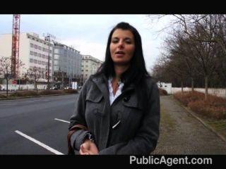 publicagent امرأة سمراء الساخنة الثدي كبيرة جبهة مورو