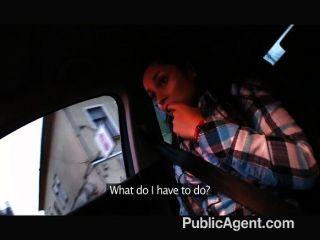 النساء صغيرة publicagent استغل من قبل شخص غريب