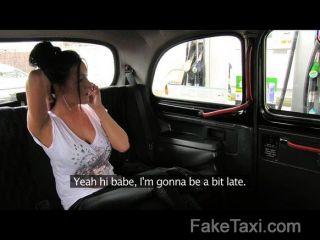 faketaxi ط نائب الرئيس في الحمار في الجزء الخلفي من سيارة الأجرة