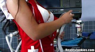 آسا أكيرا هو ممرضة الساخنة