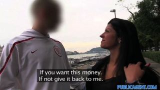 امرأة سمراء publicagent مارس الجنس في الفندق