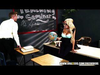 الشرر mrs.breanna تحصل درسا ل