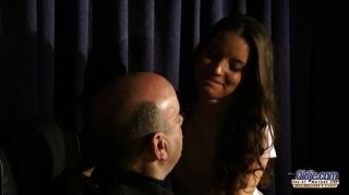 أنيتا يغوي والملاعين لها مدرس موسيقى