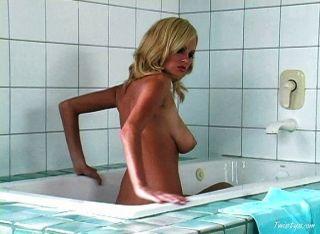 فرخ الاشقر الساخن الاستحمام
