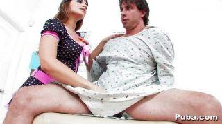ناتاشا لطيف يرى المريض من الذكور الساخن
