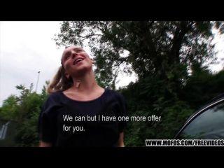 ويدفع الطبيعية الفتاة التشيكية لممارسة الجنس
