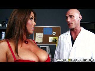 حلمة الثدي امرأة سمراء كبيرة الملاعين طبيبها