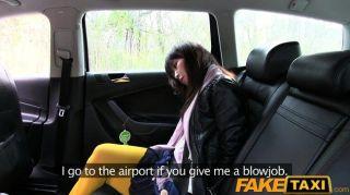 faketaxi خبطت فاتنة الساخنة الآسيوية في سيارة أجرة