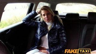 فاتنة شقراء faketaxi تمتص والملاعين في سيارة أجرة