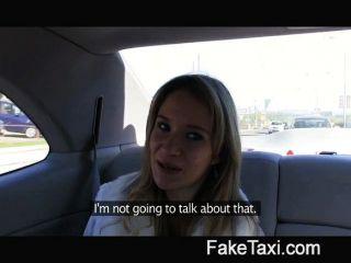 وقصفت الملاك بلدي الديك في بلدي سيارة أجرة