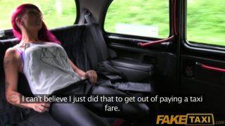 faketaxi الجنس فاسق صخرة الفرخ في سيارة أجرة سوداء