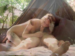 كبير دونغ أولدمان الملاعين تيني في الغابة