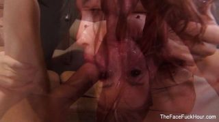 الزنجبيل وقحة يحصل على وجهها مارس الجنس من الصعب
