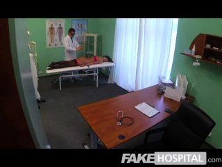 أطباء المستشفى وهمية الديك سحرية