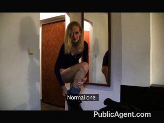 شقراء نحيفة publicagent مارس الجنس في أحد الفنادق