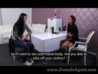 femaleagent اسمحوا لي أن يعلمك كيفية القيام بذلك