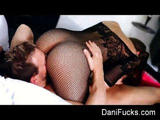 داني دانيلز يغوي لها الرجل المفضل
