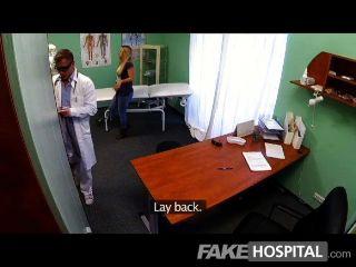 fakehospital الشباب شقراء يأخذ CREAMPIE