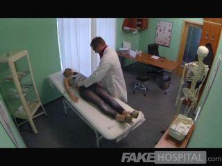 fakehospital مثير يبتلع المريض البريطانية