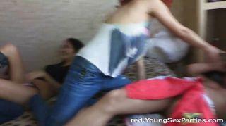 رباعية مع أحمر الشعر في سن المراهقة الآسيوية