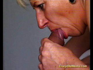 أمي القديمة مجنون تحصل مارس الجنس من الصعب