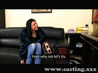 امرأة سمراء صغيرة مارس الجنس في مقابلة غلاف