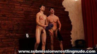 أفضل مباريات المصارعة عارية الذكور