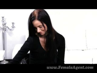 أول مرة femaleagent مع امرأة مثير