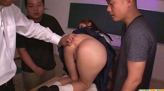 تلميذة يارا قاسمي هو نائب الرئيس اليابانية الساخن