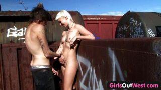 الفتيات خارج الغربي مشعر الجنس قطار شقراء