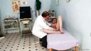 مفلس امتحان فاتنة gyno من قبل الطبيب الأكبر القذرة