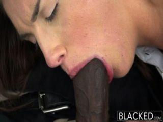 نموذج حقيقي الظلام مع الثدي الكمال يحب الديك الأسود