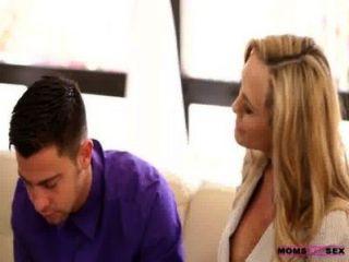 الامهات تعليم أمي الجنس يلعق Jizz التي من بنات زوجته twat