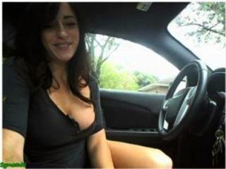 مثير يستمني فتاة ومضة في سيارتها على كام