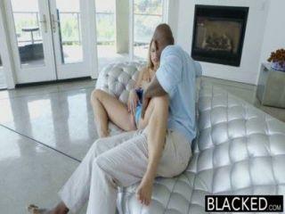 الظلام مثالية النافورات اسي جونسون على الديك الأسود الكبير