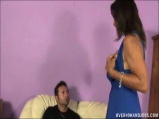 الهزات الجبهة مفلس قبالة ديك على الأريكة
