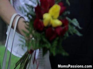 عواطف الامهات جعل الحب لأمي الرومانسية