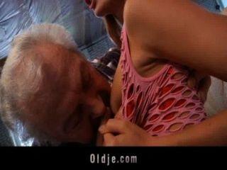 محظوظ الجد ليمارس الجنس مثير الشباب فاتنة أحمر الشعر