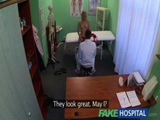 fakehospital السوبر مثير شقراء متعرج يقبل الأطباء القذرة تقدم