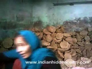 الهندي سخيف زوجين ممارسة الجنس في موقع بناء في مومباي
