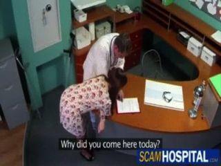 طبيب حد ذاته FOLLA سو paciente enferma (عن طريق صندوق تعديل العولمة الأوروبي)