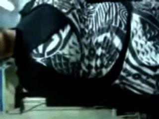 سيدة مسلمة يزيل ملابسها ويحصل مارس الجنس من قبل مدرب الهندوسي