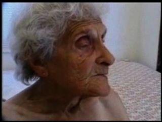 الجدة القديمة جدا لا يزال يحب أن يكون مارس الجنس