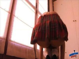 في سن المراهقة غنيمة كنس بوسها في تنورة المدرسة!bestassever!