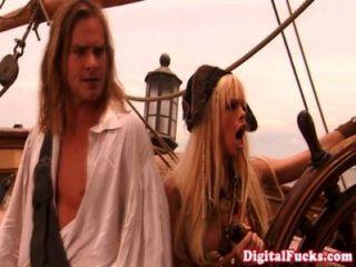 القراصنة فاتنة النقباء ارضاء الديك