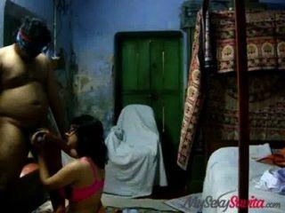 الهندي bhabhi الهواة سافيتا إعطاء اللسان الساخنة